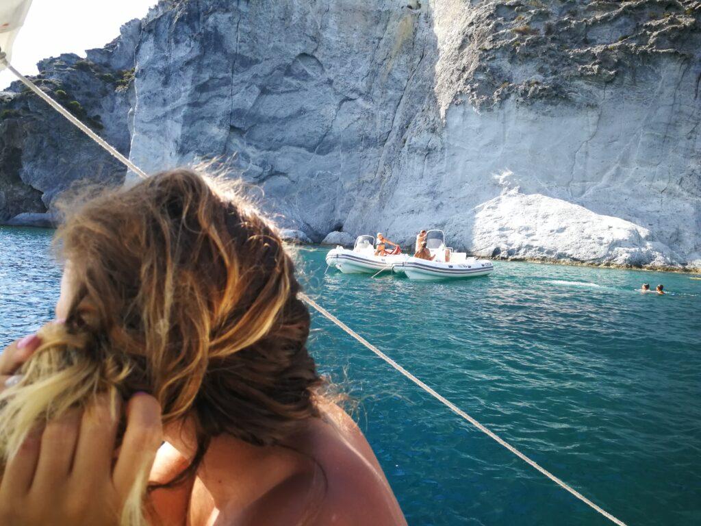 Ponza in barca.Scopri le calette piú belle dell'isola