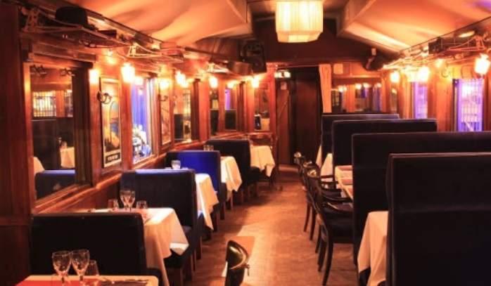 Ristorante romantico di Parigi-Le Blue Wagon